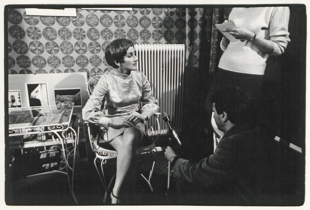 Anna Auer, Heide Pilz (ORF), exhibition opening »Daniel Barreau« in the gallery »Die Brücke«, March 1970 © Werner Mraz